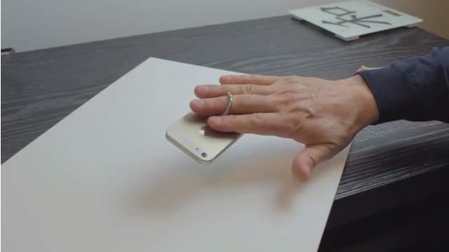 愛するiPhoneを手放さない。グリップホルダー「i-Ox」があれば、片手でもラクラク操作 1番目の画像