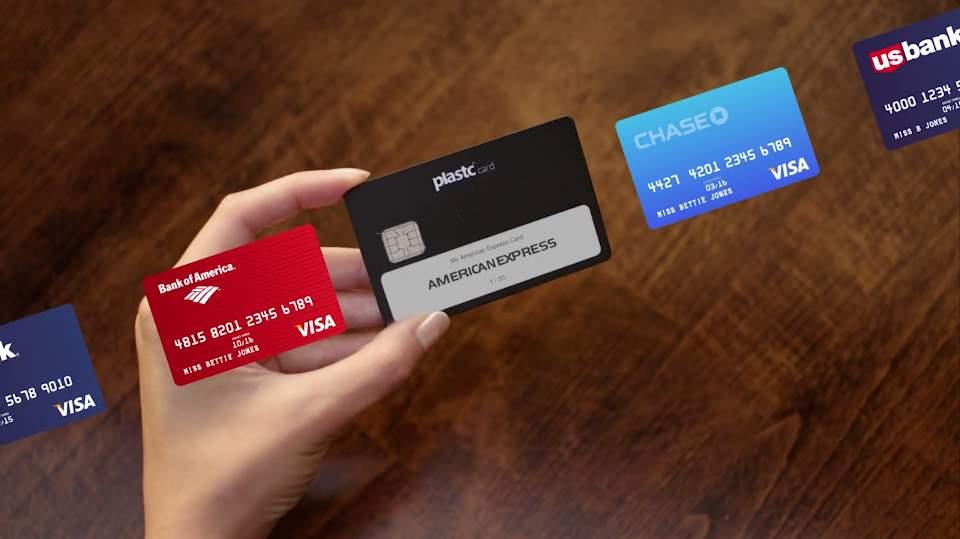 あらゆるカードの情報を集約する電子カード「plastc」があれば財布は要らなくなるかもしれない。 2番目の画像