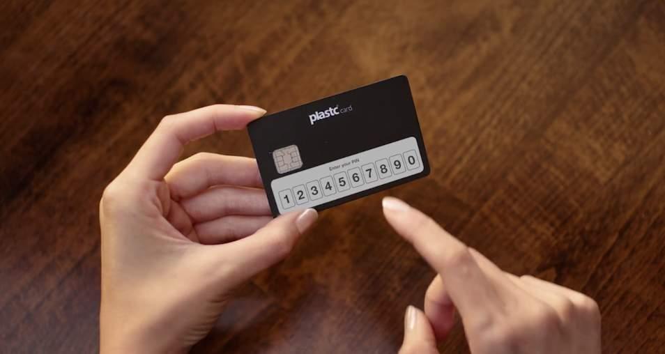 あらゆるカードの情報を集約する電子カード「plastc」があれば財布は要らなくなるかもしれない。 8番目の画像