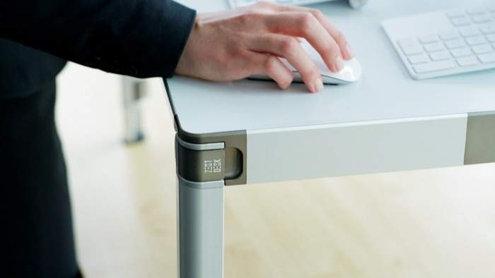 もう特別な机は必要ありません。 持ち運びも簡単で30秒で組み立てられるスタンディングデスク登場 4番目の画像