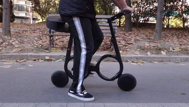 いつでも自転車を持ち歩こう。リュックに入る超軽量折りたたみ自転車「Impossible」 1番目の画像