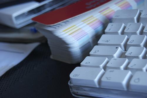 オフィスの書類整理術は「緊急性と種目別」の2種類に分けて行うようにしよう 1番目の画像