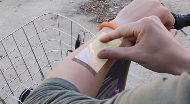スマホはもう必要なくなるかも? 腕をディスプレイにする超小型ウェアラブルデバイスが登場 3番目の画像