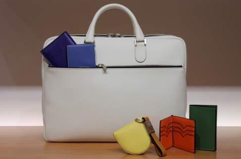 バッグを休日コーディネートの中心に。ビビットカラーバッグのおすすめブランド3選 1番目の画像