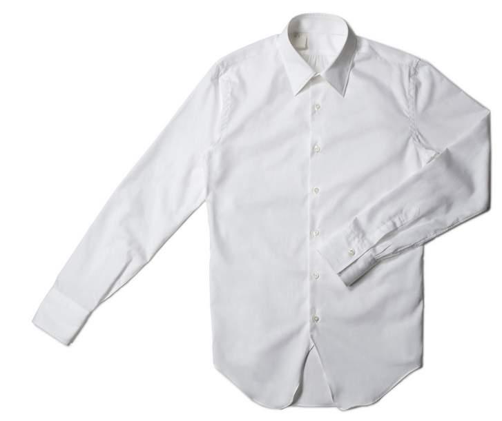 こだわりの1枚を持とう。ここぞという時に着る、ハイクオリティな白シャツ3選 1番目の画像