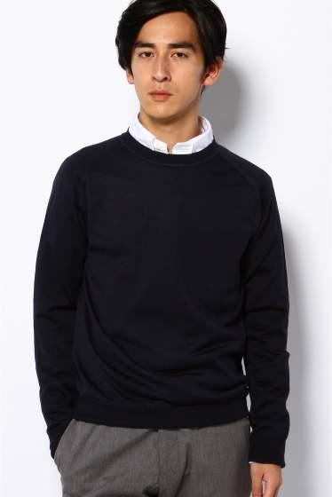 冬定番のクルーネックニット。ボタンダウンシャツと合わせて重ね着してもすっきりスマートに 2番目の画像