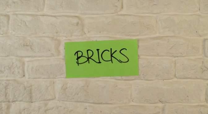 こんなポストイットが欲しかった。書いても消せる、どんな壁でも貼り付けられる「MAGNETIC」 1番目の画像