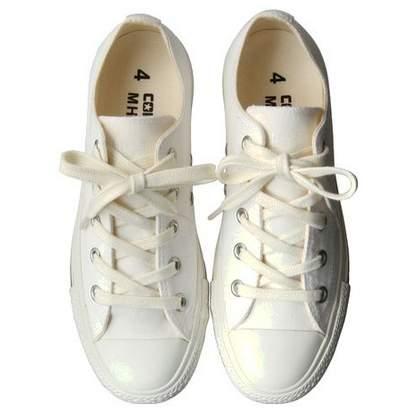 白い靴でシンプルに生きる。スタイリッシュな白スニーカー3選 2番目の画像