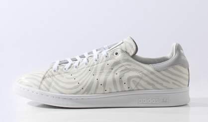 白い靴でシンプルに生きる。スタイリッシュな白スニーカー3選 4番目の画像