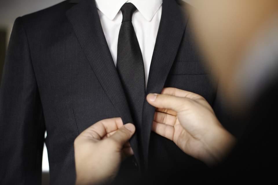 デキる男はジャストサイズのスーツを着る。ジャケットを選ぶときは、4つのルールを守るべし! 3番目の画像