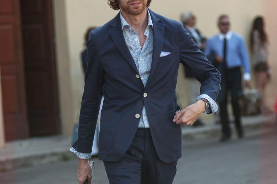 定番のスーツスタイルはパンツで差をつける。上質なオトナはタックなしを履く! 1番目の画像