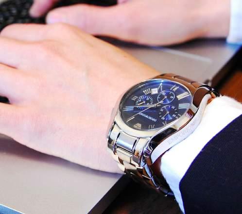 ルールを守ってスマートなビジネスマンに。スーツに合わせる腕時計、3つの掟 1番目の画像