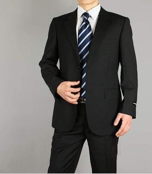 意外と頭を悩ませる「ブラックスーツ」のVゾーンコーデ。王道の組み合わせを知れば、もう悩まない! 3番目の画像