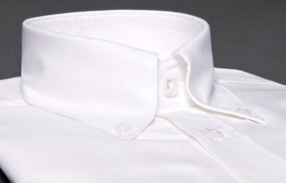 王道アイテムは質にこだわって、長く着る。「白のボタンダウンシャツ」は定番ブランドの一枚で決まり! 1番目の画像