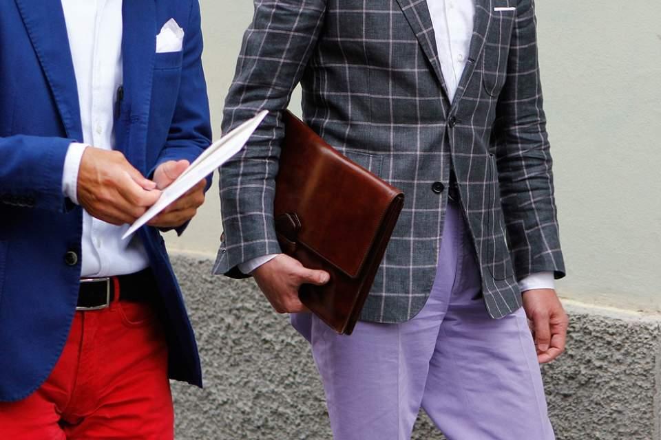 実は全然ダメじゃない。「スーツ×クラッチバッグ」は地味っぽい雰囲気を変えるのに最適な組み合わせ 1番目の画像
