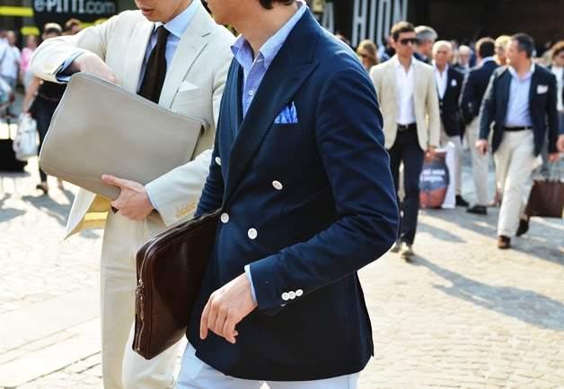 実は全然ダメじゃない。「スーツ×クラッチバッグ」は地味っぽい雰囲気を変えるのに最適な組み合わせ 3番目の画像
