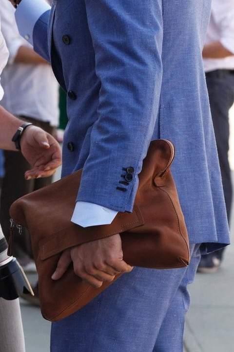 実は全然ダメじゃない。「スーツ×クラッチバッグ」は地味っぽい雰囲気を変えるのに最適な組み合わせ 4番目の画像
