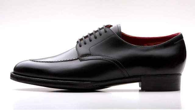 適当に靴を合わせてはダサい印象に。グレースーツをお洒落に着こなしたいなら、似合う靴を知っておく! 3番目の画像