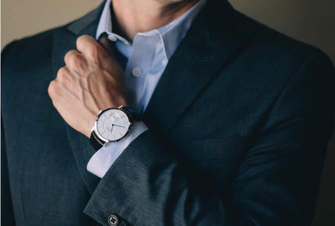 スーツに合う時計を選ぶなら。デザイン性・品質に定評がある、海外の定番ブランドが外せない! 1番目の画像