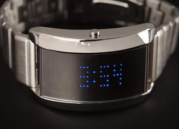 スーツにデジタル腕時計を着用するのはアリ? 評価の高いビジネスマンになるための基本マナー 2番目の画像