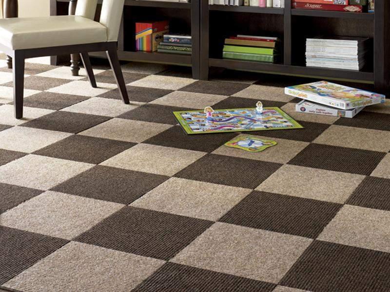 床だってお洒落に飾りたい。タイルカーペットを使ったインテリア事例3選 2番目の画像