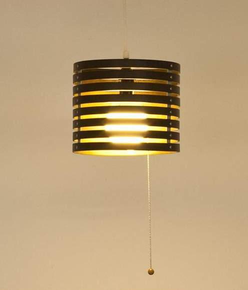 陰影をもたらす小さな灯の魅力。シンプルなのに個性的なペンダントライト3選 4番目の画像