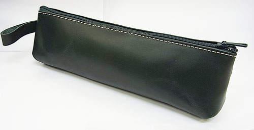 革の持つ自然な風合いの変化を楽しむ。1万5000円以内で購入できる、革製のペンケースブランド3選 3番目の画像