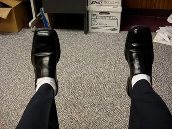 カッコいい着こなしは足元から。スーツに合わせる靴下はどういったものがベスト? 2番目の画像
