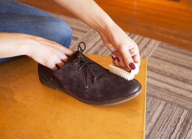 実は簡単だったスエード靴のお手入れ。3つの手順を踏めば、1日10分でケアできる! 2番目の画像