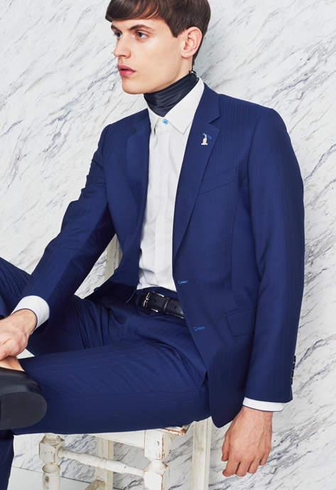スーツスタイルも季節感を意識する。今季のトレンド「明るめのネイビースーツ」を提供するブランド3選 2番目の画像