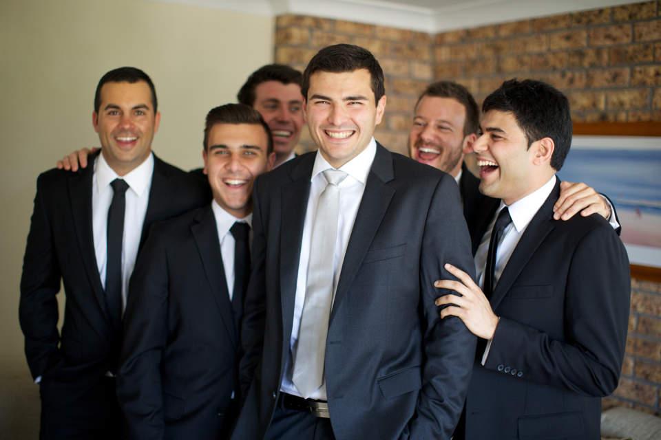 結婚式で恥をかかない大人になるために。結婚式に出席する際の正しい服装を学ぶ。 3番目の画像