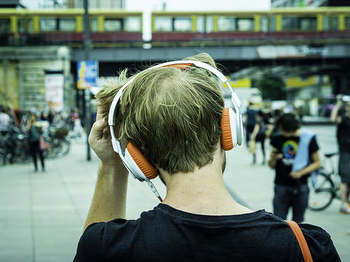 ヘッドホンはファッションだ。思わず外に出かけたくなるような優れたデザインのヘッドホン3選 1番目の画像