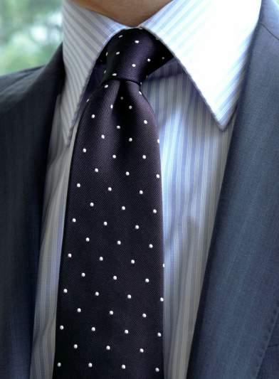 一歩差をつける遊びのテクニック。ジャケパンの決まり手はシャツとタイが織りなすVゾーンにある 3番目の画像