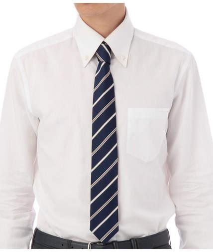一歩差をつける遊びのテクニック。ジャケパンの決まり手はシャツとタイが織りなすVゾーンにある 2番目の画像