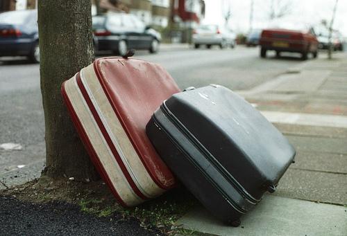 意外と破損することが多いスーツケース。どうせだったら丈夫で良いものを購入しよう 1番目の画像