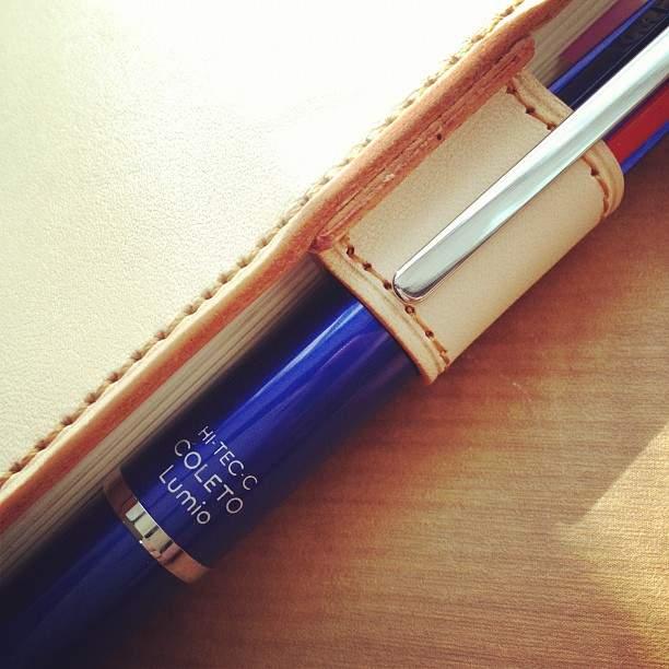 お気に入りの手帳だからこそ、ボールペンにもこだわりを。手帳の記入に機能がフィットするボールペン 1番目の画像