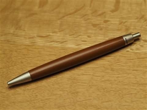 木の温もりを感じられる逸品がここに。見た目も機能も美しい木製ボールペン3選 4番目の画像