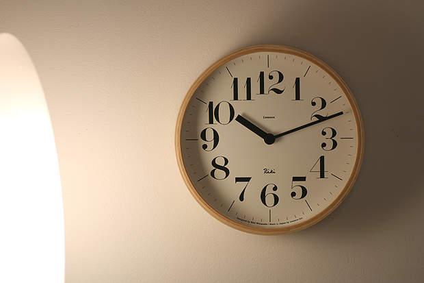 """洗練されたフォルムはまさに""""グッドデザイン""""。グッドデザイン賞を受賞したスタイリッシュな掛け時計 4番目の画像"""