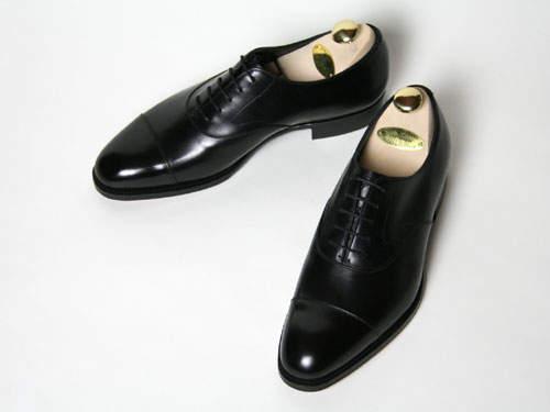 日本で働く紳士達に贈る。違いの解る男のビジネスシューズには最高級ブランドの逸品を。 2番目の画像