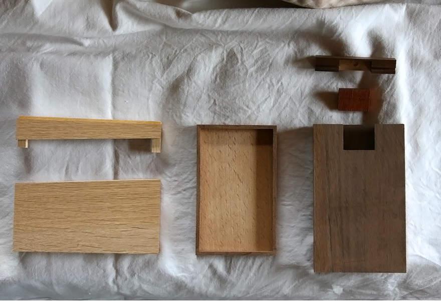 名刺入れに木の温かみを。上質なメンズの名刺入れには木製の逸品を 2番目の画像