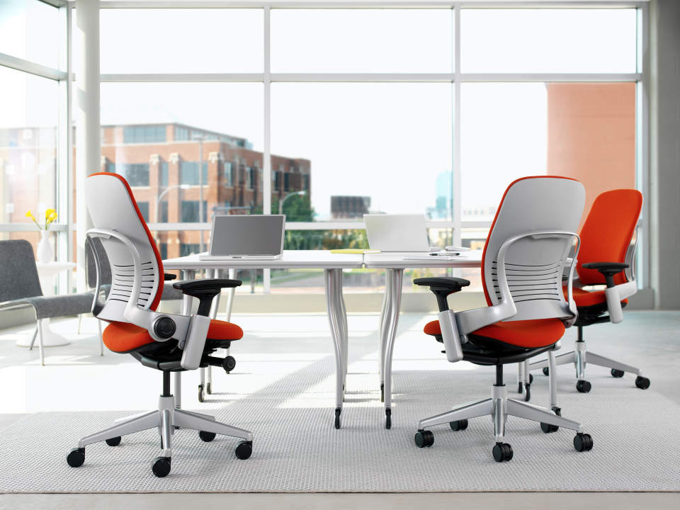 """リープチェアとは""""背骨を真似るチェア""""である。快適さを追求したオフィスチェアの魅力とは 2番目の画像"""