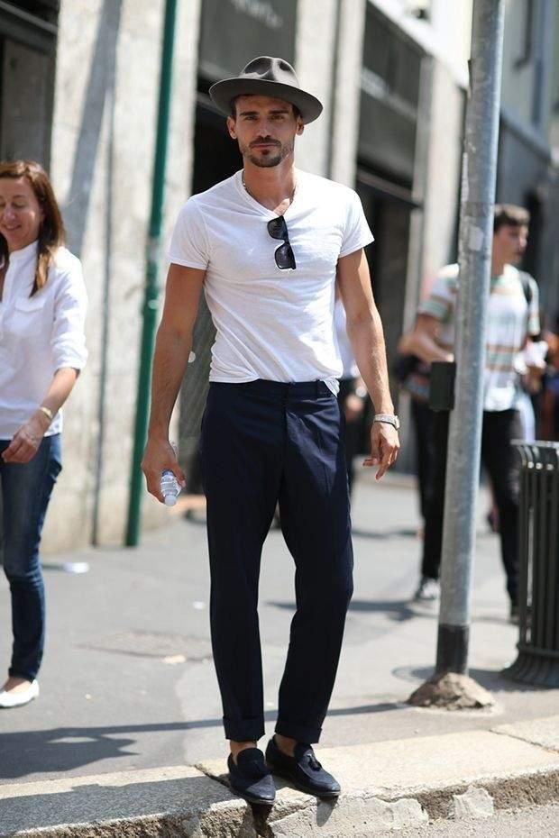 大人の白Tシャツはエレガントに。海外セレブの間で人気沸騰中「白Tシャツ」のおすすめな3枚 2番目の画像
