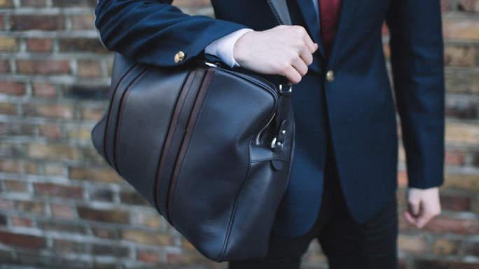 ビジネスバッグはスマートでおしゃれな逸品を。心からおすすめしたいビジネス向けバッグ3選 1番目の画像