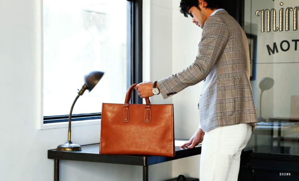 スーツに相性◎な「トートバッグ」5選:仕事のデキるお洒落ビジネスマンは、トートバッグで魅せる。 1番目の画像