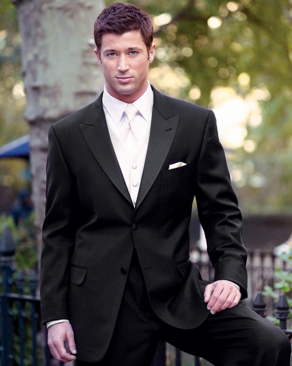 結婚式にふさわしいスーツの着こなし方って? 結婚式は服装の「マナー」から、全てが始まる 2番目の画像