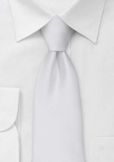 結婚式にふさわしいスーツの着こなし方って? 結婚式は服装の「マナー」から、全てが始まる 5番目の画像