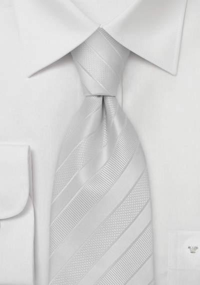 結婚式にふさわしいスーツの着こなし方って? 結婚式は服装の「マナー」から、全てが始まる 6番目の画像