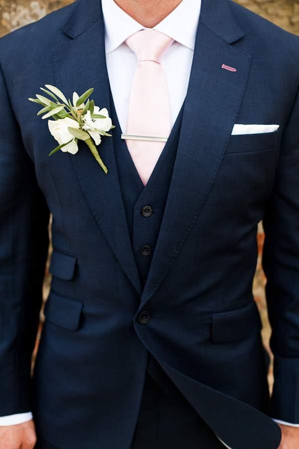 結婚式にふさわしいスーツの着こなし方って? 結婚式は服装の「マナー」から、全てが始まる 7番目の画像