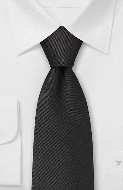 結婚式にふさわしいスーツの着こなし方って? 結婚式は服装の「マナー」から、全てが始まる 10番目の画像