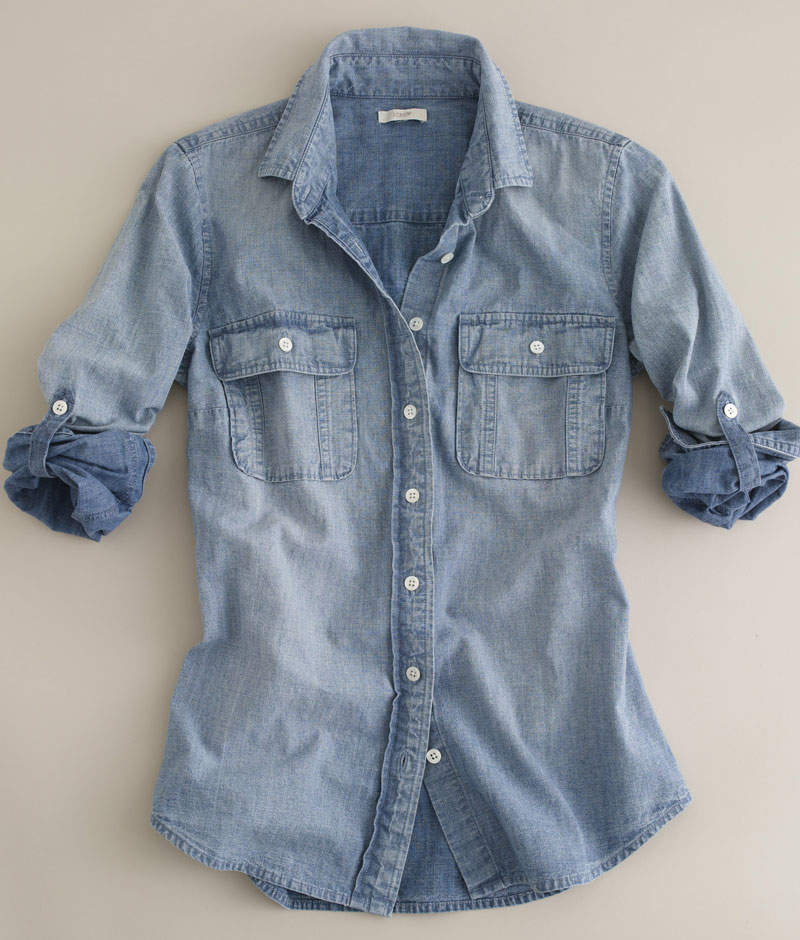 夏シャツ「シャンブレーシャツ」の着こなし術:夏らしさを演出するライトブルーの魅力 2番目の画像